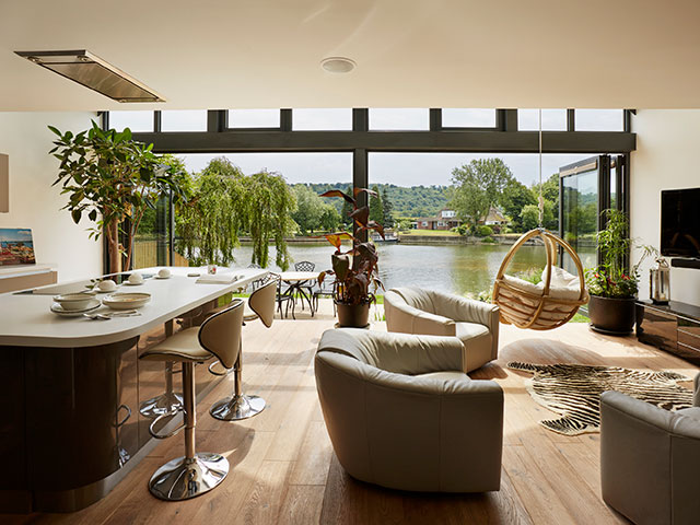 amphibious house from grand designs on lake