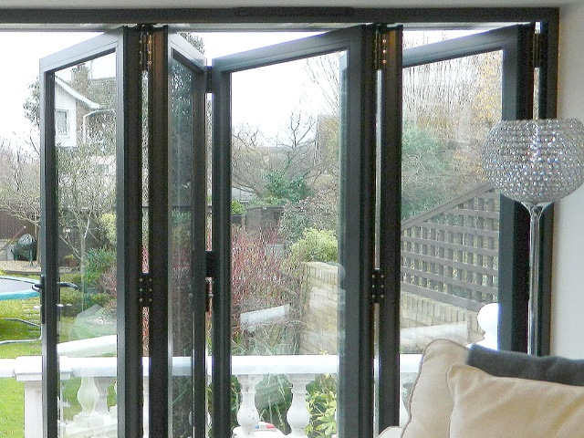Secure bi-fold windows with Q-secure hardware from VBH