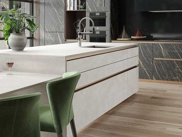 Large island with sink at the centre of a modern kitchen